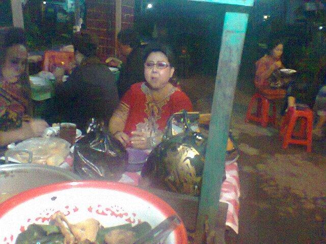 "Makan Malam di Kota Solo ""Warung Nasi Gudeg Ceker"" | Masakan ibu ada disini..."